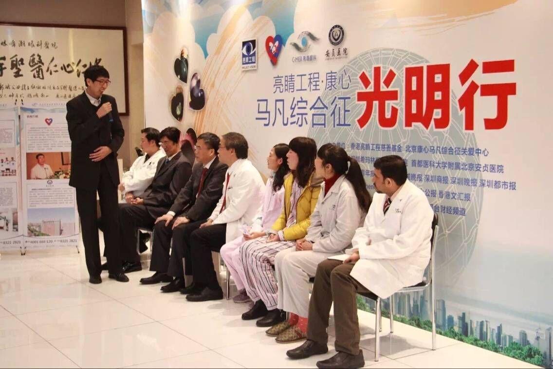 十五年前接受林顺潮医生救助的马凡综合征患者常远征在会上表达感激之情