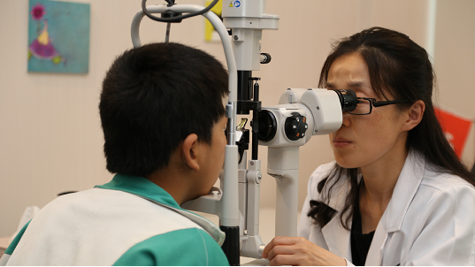 儿童视力差或因散光 不一定是近视眼