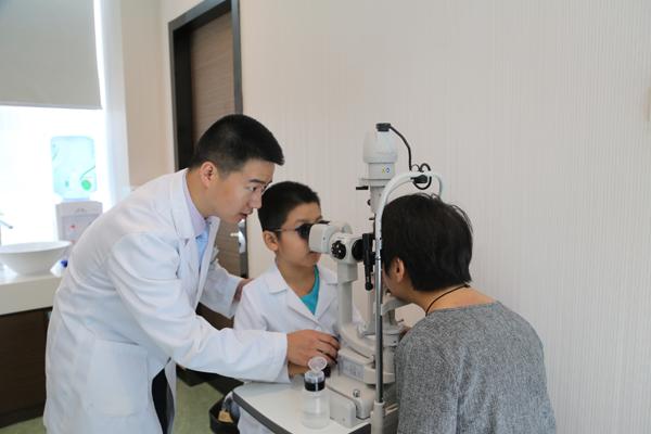 """物理治疗近视,帮助孩子""""摘镜"""""""
