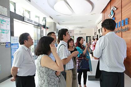 深圳希玛林顺潮眼科医院行政院长李春山向来宾们分享办医经验