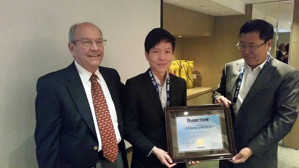 李医生成为了香港第一个被认可作为Trabectome® 手术教练的眼科医生