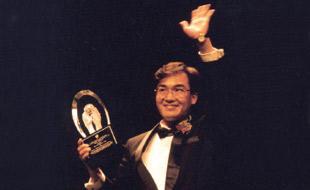 1995年荣获世界十大杰出青年奖